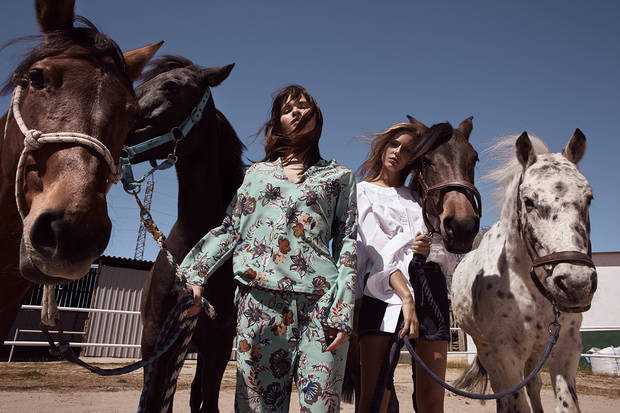 Editorial de Moda TWO AT THE COWSHED 5