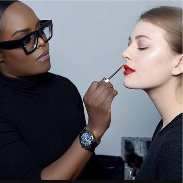 maquillaje-mujer-industria uzo - vanidad - 3