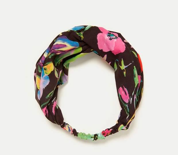 Amancio Ortega no se olvidó de las diademas y las rediseño con tonos  florales y coloridos. Un total de 8 diademas con diseños tropicales y muy  coloridos que ... 7e2202ba1ba