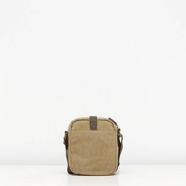 misako mochila colgada