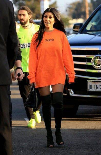 kourtney kardashian camisetas oversized
