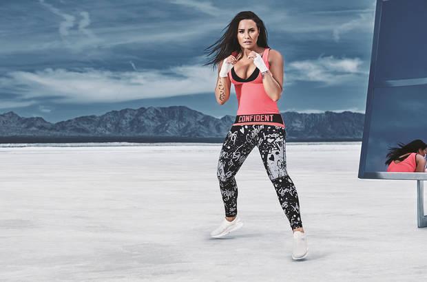 deporte famosas Demi-Lovato-Fabletics-2017-billboard-1548