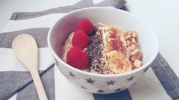 desayunos avena estilo porridge con fruta