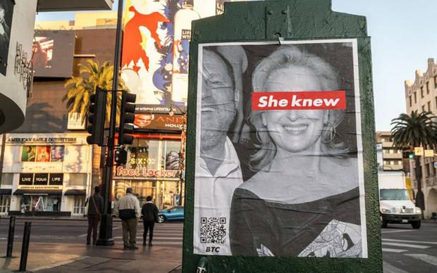 La pancarta en cuestión, en pleno centro de Los Ángeles