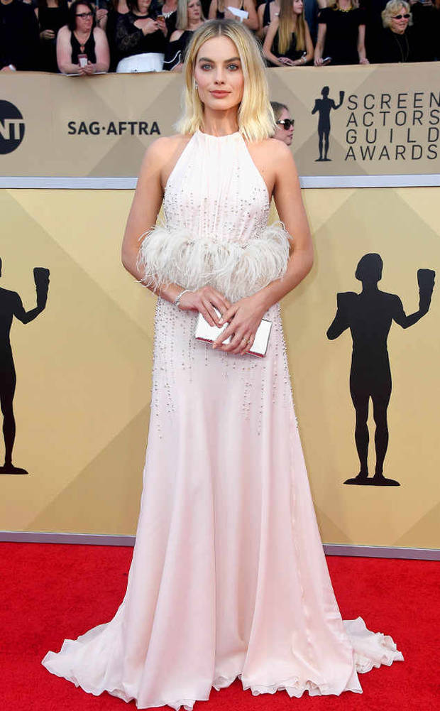 5 looks y 5 momentos top de los SAG Awards - Margot Robbie.jpg