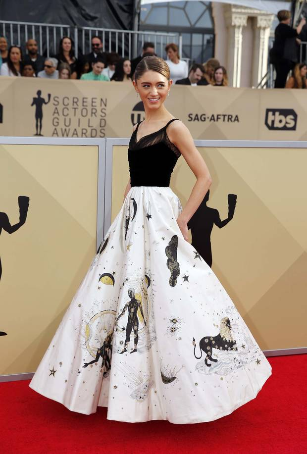 5-looks-y-5-momentos-top-de-los-SAG-Awards-Natalia-Dyer
