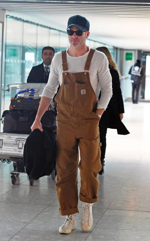 El actor Chris Pine hace unos días, con peto de Carhartt