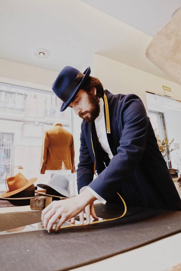 Galerna en lana merina española del propio diseñador