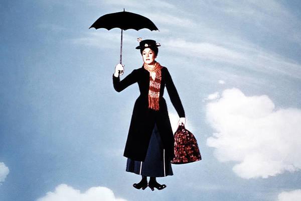Resultado de imagen de FAMOSOS CON  paraguas