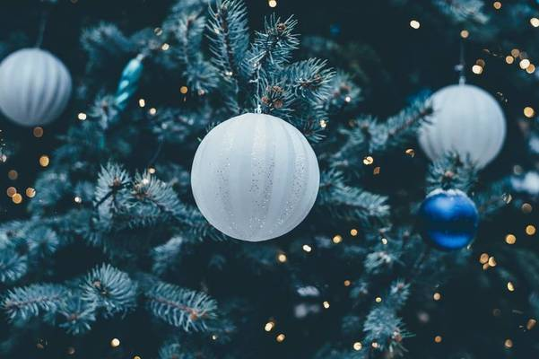 7e43bdf7ed296 20 adornos low cost para tu árbol de Navidad
