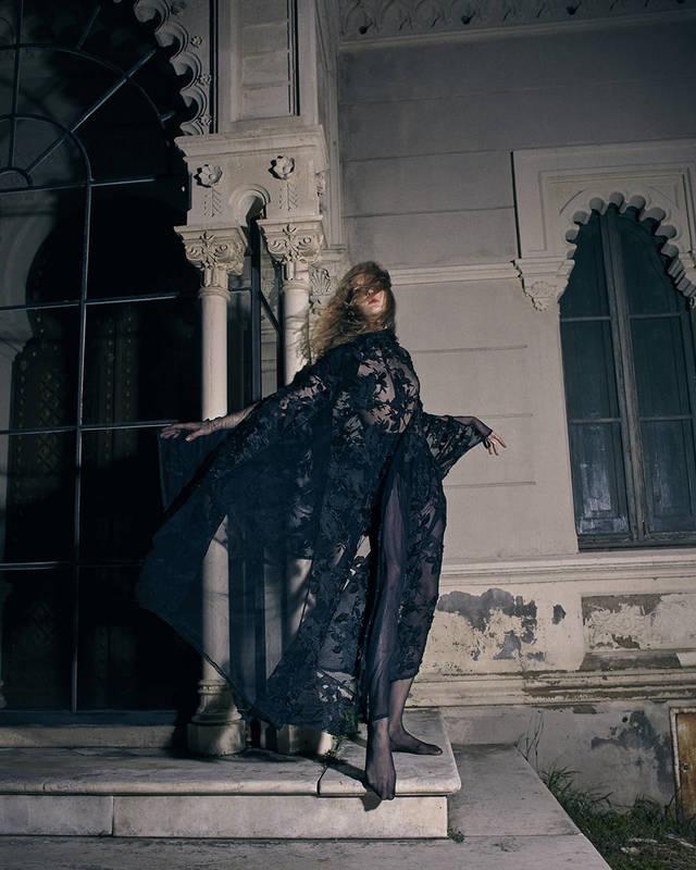 Vestido de Valentino,medias deWolford.