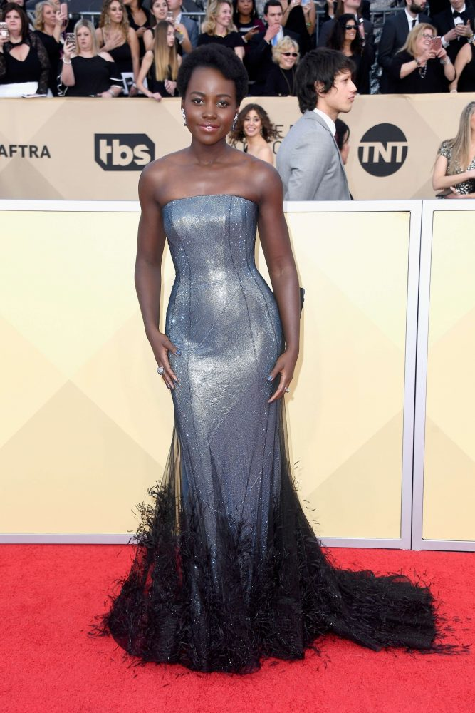 5 looks y 5 momentos top de los SAG AWARDS_Lupita Nyong'o