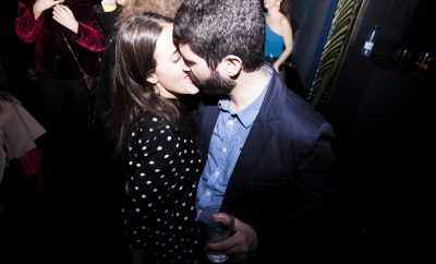 Devendra, pensando - image PartyVanidadTiffany_118-400x242 on https://www.vanidad.es