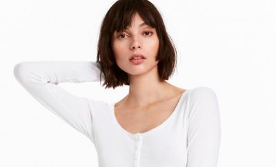 Nuevo Madras de Miu Miu - image camiseta-blanca-portada-400x242 on https://www.vanidad.es