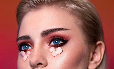 Suma y sigue. Lo nuevo para los labios es la textura en polvo - image pestanas-postizas-portada-400x242 on https://www.vanidad.es