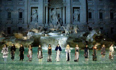 Los 5 desfiles de moda más impresionantes de la historia - image fendi-desfiles-vanidad-400x242 on https://www.vanidad.es