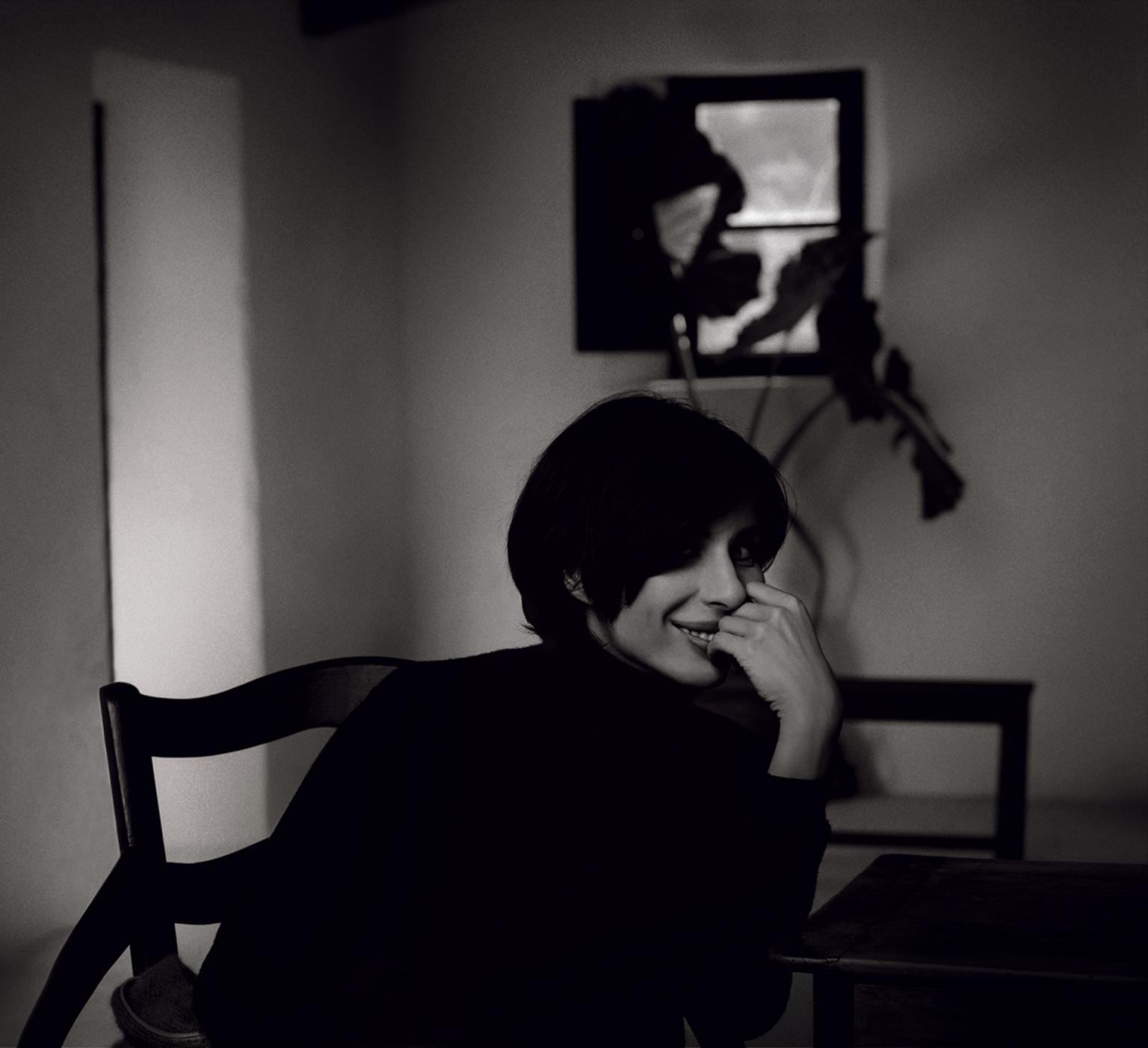 Retrato realizado en la casa de Palma deMallorca de la diseñadora, para la exposición 20 años no es nada... y feliz la mirada, en febrero de 2004. Rafa Gallar.