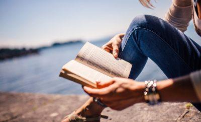 Este puente no olvides llevar uno de estos libros en tu maleta - image libros-primavera-portada-400x242 on https://www.vanidad.es