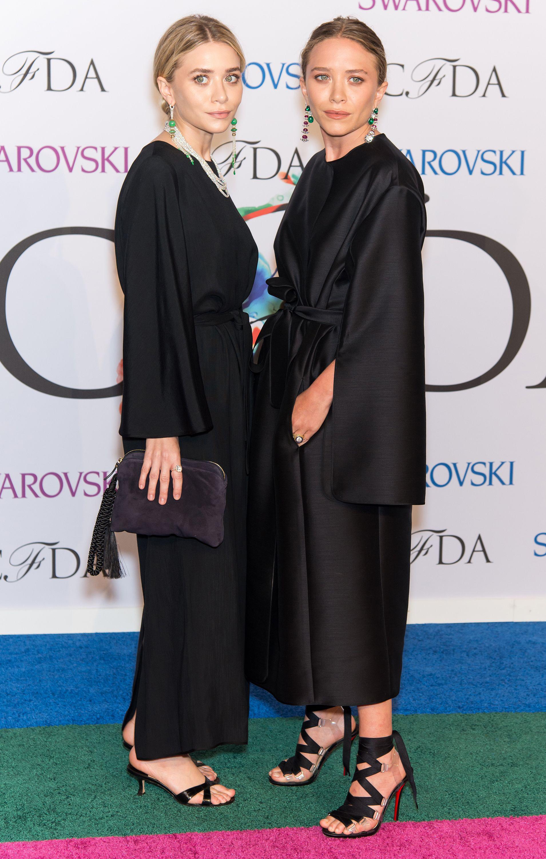 Lecciones de estilo que aprendimos de las gemelas Olsen - image olsen-negro-vanidad on https://www.vanidad.es