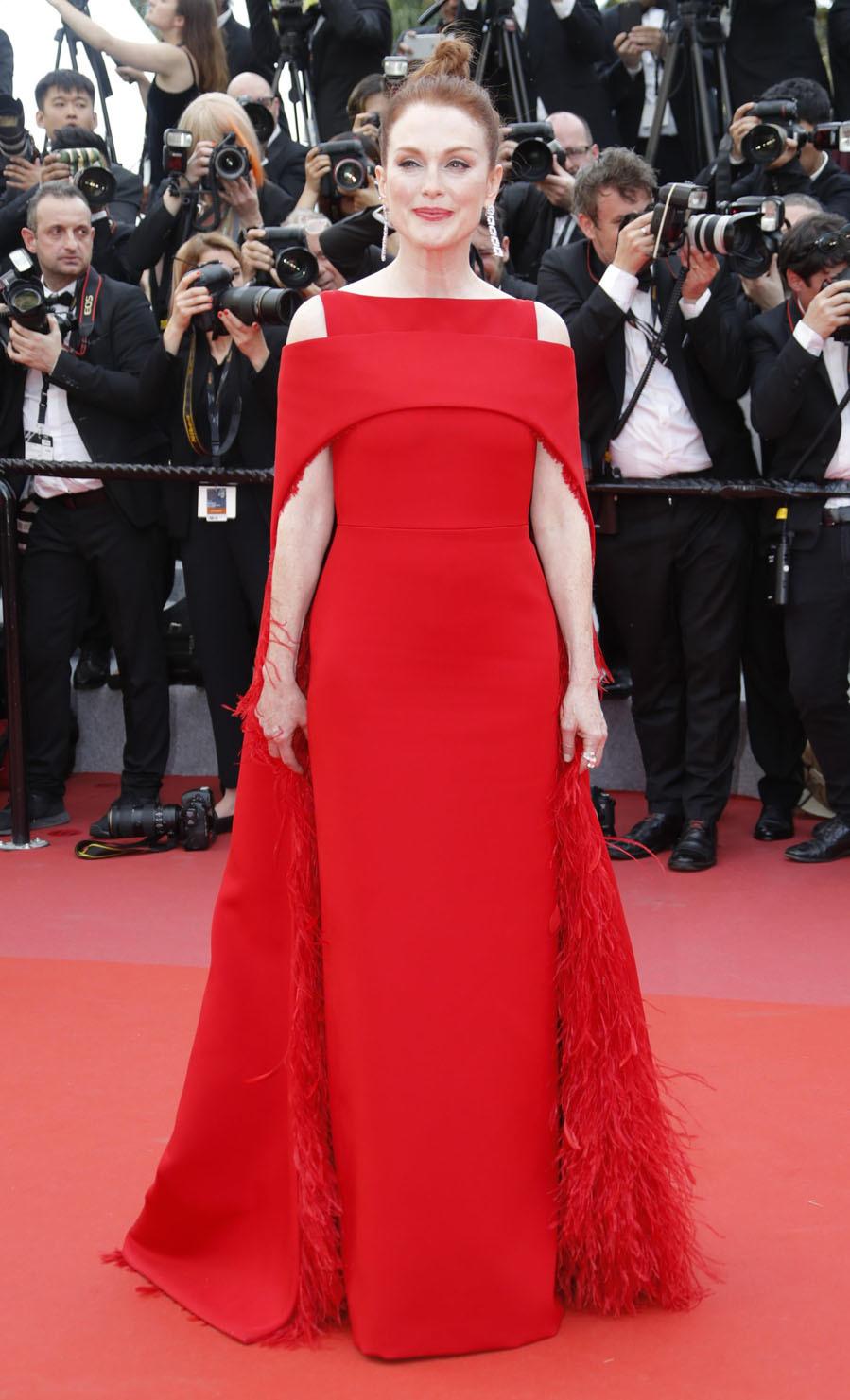 Cannes 2018. Aquí están los primeros lookazos de la alfombra roja - image moore2-cannes-vanidad on https://www.vanidad.es