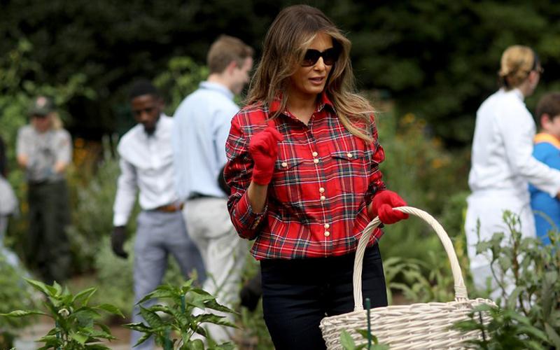 ¿A ella le importa? Melania Trump y sus polémicas elecciones estilísticas - image melania-vanidad5 on https://www.vanidad.es