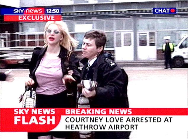 Tras su última demanda, repasamos todas las veces que Courtney Love la ha liado parda - image police_love_1982 on https://www.vanidad.es