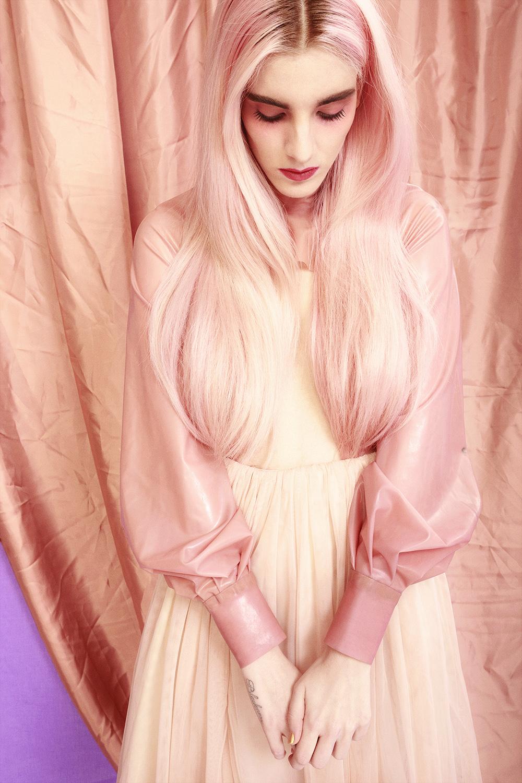 Chaqueta corta de MadRubb y falda de Valerie Moreau