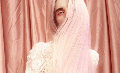 Llega el otoño y se te cae el pelo. No pasa nada, tiene solución - image pink-pelo-cabecera-400x242 on https://www.vanidad.es