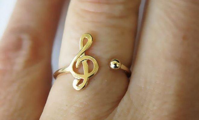 Seas como seas, hay un anillo perfecto para ti - image anillos_portada-660x400 on https://www.vanidad.es