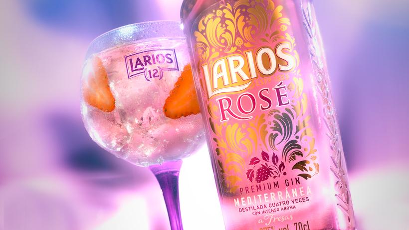 El rosa millennial también se bebe... Y estas fiestas brindarás con él - image rosa-millennial-larios-rose on https://www.vanidad.es